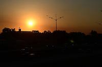 SAO BERNARDO DO CAMPO, 26 DE JULHO DE 2012 - CLIMA TEMPO SP - Por do sol visto da rodovia Anchieta no fim da tarde desta quinta feira, em Sao Bernardo do Campo, ABC paulista. FOTO: ALEXANDRE MOREIRA - BRAZIL PHOTO PRESS