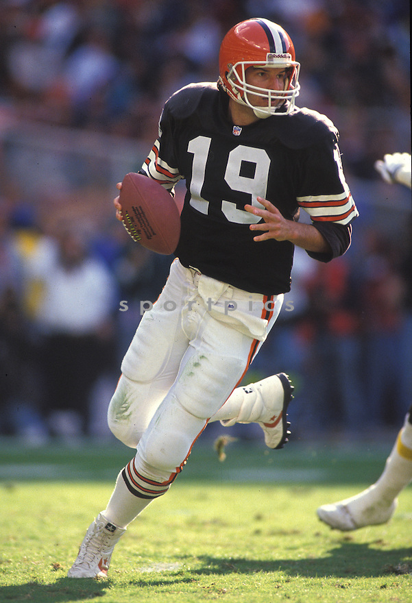 Cleveland Browns Bernie Kosar (19) during a game from his  career with the Browns.  Bernie Kosar played for 13 years for 3 different teams and was a 1-time Pro Bowler.