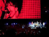 MADRI, ESPANHA, 07 DE JULHO 2012 - ROCK IN RIO MADRI - A banda Red Hot Chili Peppers durante apresentacao no Rock In Rio Madri, na noite de ontem sabado, 07. (FOTO: ALFAQUI / BRAZIL PHOTO PRESS).