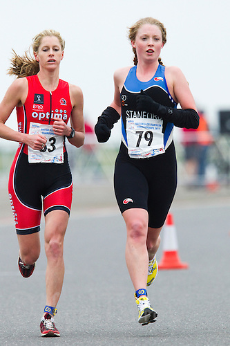 27 MAR 2011 - LOUGHBOROUGH, GBR - Non Stanford (right) leads Gillian Sanders (left) onto the second run of the British Elite Womens Duathlon Championships (PHOTO (C) NIGEL FARROW)