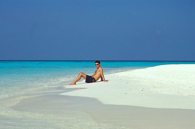 La plage de Vilu Reef (atoll de Dhaalu). *** Vilu reef (Dhaalu atoll), the beach.