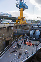 France, Bretagne, (29), Finistère, Brest:   Base Navale et Arsenal de Brest, Les bassins de Pontaniou, le Bassin N°:2 et l'aviso: Lieutenant de vaisseau Lavallée