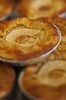Europe/France/Aquitaine/40/Landes/Mont-de-Marsan:  Tourtière aux pommes et à l'armagnac, à la Pâtisserie: La Tourtière: Cousturian