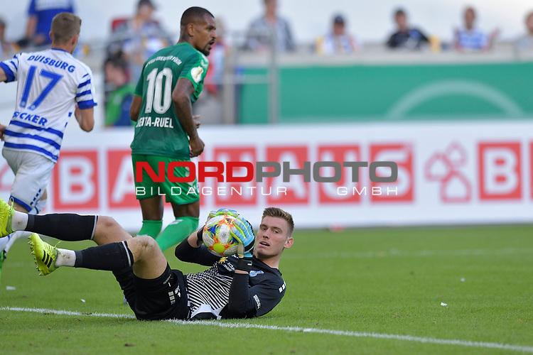 11.08.2019 , Schauinsland-Reisen Arena, Duisburg, DFB Pokal<br /> <br /> DFB REGULATIONS PROHIBIT ANY USE OF PHOTOGRAPHS AS IMAGE SEQUENCES AND/OR QUASI-VIDEO.<br /> <br /> im Bild / picture shows Torwart Leo Weinkauf ( MSV Duisburg #1 ) mit em Ball am Boden.<br /> <br /> <br /> Foto © nordphoto / Freund