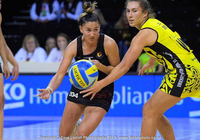 Simmon Howe in action during the Beko Netball League match between Central Manawa and Waikato Bay Of Plenty at TSB Bank Arena in Wellington, New Zealand on Sunday, 21 April 2019. Photo: Dave Lintott / lintottphoto.co.nz