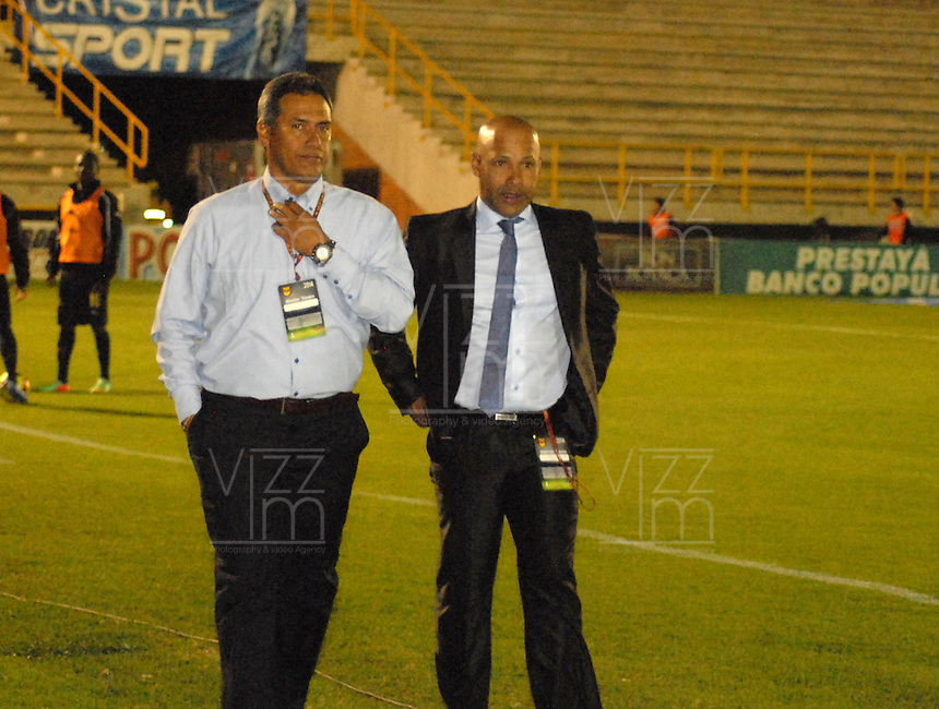 TUNJA - COLOMBIA -13 -03-2014: Hernan Torres, (Izq.) entrenador de Deportivo Independiente Medellin, durante partido por la decima fecha  de la Liga Postobon I-2014, jugado en el estadio La Independencia de la ciudad de Tunja. / Hernan Torres (L), coach of Deportivo Independiente Medellin, during a match for the tenth date of the Liga Postobon I-2014 at the La Independencia  stadium in Tunja city, Photo: VizzorImage  / Jose M. Palencia / Str. (Best quality available)