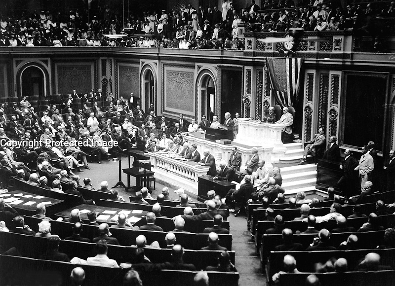 President Wilson before Congress, announcing the break in the official relations with Germany.  February 3, 1917.  Harris &amp; Ewing.  (War Dept.)<br /> NARA FILE #:  165-WW-447A-4<br /> WAR &amp; CONFLICT BOOK #:  428