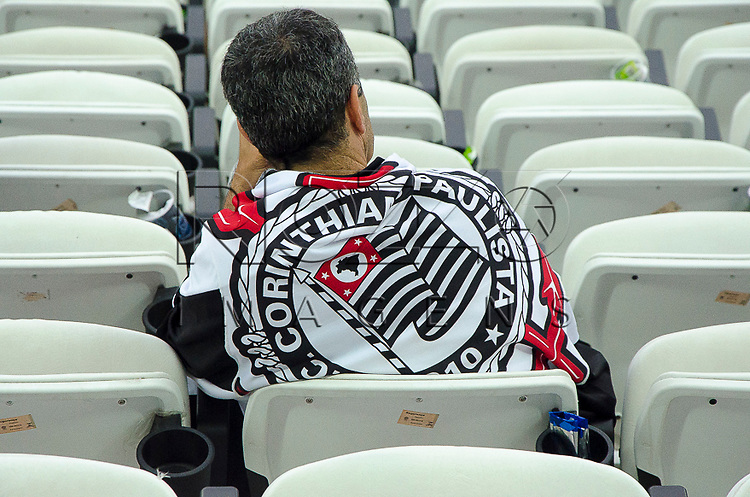 Torcedor no jogo Corinthians 2 x 1 Criciúma na Arena Corinthians, São Paulo - SP, 06/12/2014.