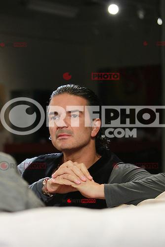 El Compositor Ricardo Arjona ofrece una entrevista en los estudios de Pepsi Musica en Miami, Florida. 08 de marzo 2012. ****** EXCLUSIVO******<br /> (Credit:Foto:&copy;Majo*Grossi/Mediapunchinc/NortePhoto.com)