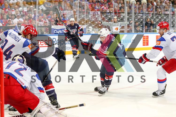 USAs Vesey, Jimmy (Nr.19)(Harvard University) vor Russlands Bobrovski, Sergei (Nr.72)(Columbus Blue Jackets)  im Spiel IIHF WC15 Russia vs. USA.<br /> <br /> Foto &copy; P-I-X.org *** Foto ist honorarpflichtig! *** Auf Anfrage in hoeherer Qualitaet/Aufloesung. Belegexemplar erbeten. Veroeffentlichung ausschliesslich fuer journalistisch-publizistische Zwecke. For editorial use only.