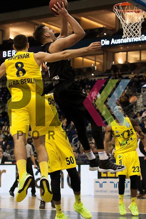 am Ball Tuebingens Mahir Agva <br /> <br /> 19.12.15 BEKO BBL Basketball Bundesliga, ALBA Berlin - WALTER Tigers Tuebingen <br /> <br /> Foto &copy; PIX-Sportfotos *** Foto ist honorarpflichtig! *** Auf Anfrage in hoeherer Qualitaet/Aufloesung. Belegexemplar erbeten. Veroeffentlichung ausschliesslich fuer journalistisch-publizistische Zwecke. For editorial use only.
