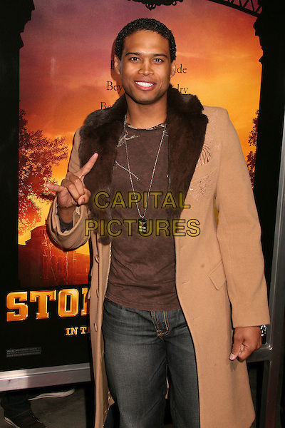 "TEXAS BATTLE.""Stomp The Yard"" Los Angeles Premiere at Arclight Cinemas, Hollywood, California, USA, 8 January 2007..half length fingers gesture.CAP/ADM/BP.©Byron Purvis/AdMedia/Capital Pictures."