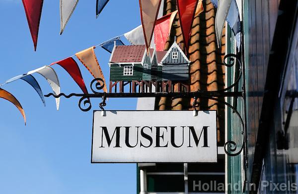 Uithangbordje bij het Marker Museum