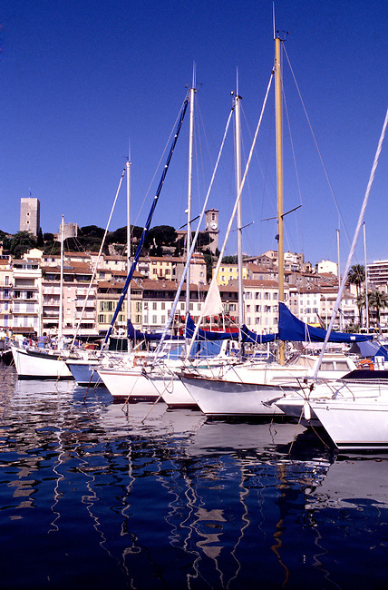 France, Alpes-Maritimes. Le port de Cannes. *** Cannes harbor. Alpes-Maritimes, France.
