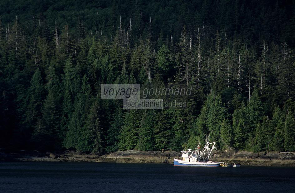 USA/Etats-Unis/Alaska/Env de Ketchikan : Bateau de pêche au saumon en forêt