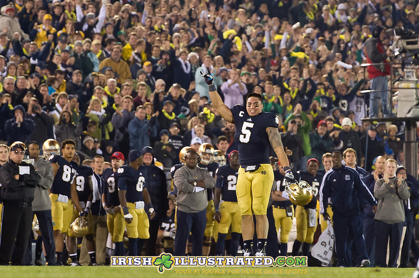 Linebacker Manti Te'o (5) leaves the game in the fourth quarter.