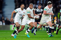 Jonathan Joseph of England in possession. Old Mutual Wealth Series International match between England and South Africa on November 12, 2016 at Twickenham Stadium in London, England. Photo by: Patrick Khachfe / Onside Images