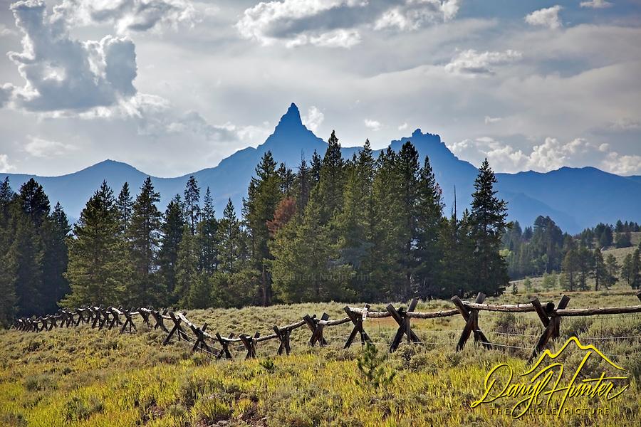 Beartooth Peak, Clarks Fork River Valley, Beartooth Mountains, Cooke City, Montana.