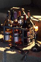 Europe/France/Centre/37/Indre-et-Loire/AOC Vins de Touraine: Panier de bouteilles dans l'escalier de la cave
