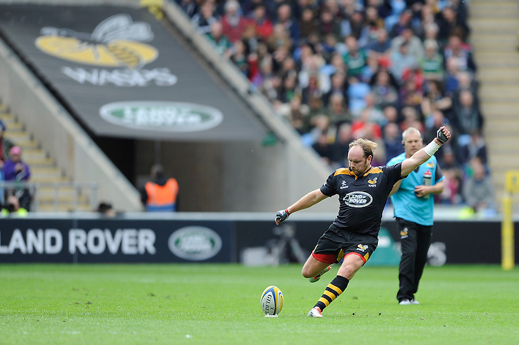 Andy Goode of Wasps takes a penalty kick