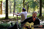 CARTE BLANCHE - RODOLPHE BURGER<br /> <br /> Conversation &agrave; cordes<br /> avec : Jean Paul Curnier et Rodolphe Burger<br /> Date : 27/09/2014<br /> Lieu : Parc Jean Jacques Rousseau - Jeu d'arc<br /> Ville : Ermenonville