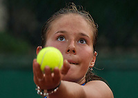 Paris, France, 28 June, 2016, Tennis, Roland Garros, Daria Kasatkina (RUS) serving<br /> Photo: Henk Koster/tennisimages.com