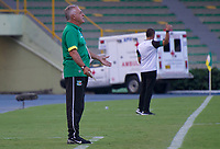 ARMENIA - COLOMBIA, 05-03-2020: Oscar Hector Quintabani técnico del Quindío gesticula durante partido de vuelta por la primera ronda de clasificación de la Copa BetPlay DIMAYOR 2020 entre Deportes Quindío y Valledupar F.C. jugado en el estadio Centenario de la ciudad de Armenia. / Oscar Hector Quintabani coach of Quindio gestures during second leg match for the first round of classification as part of BetPlay DIMAYOR Cup 2020 between Deportes Quindio and Valledupar F.C. played at Centenario stadium in Armenia city. Photo: VizzorImage / Ricardo Vejarano / Cont