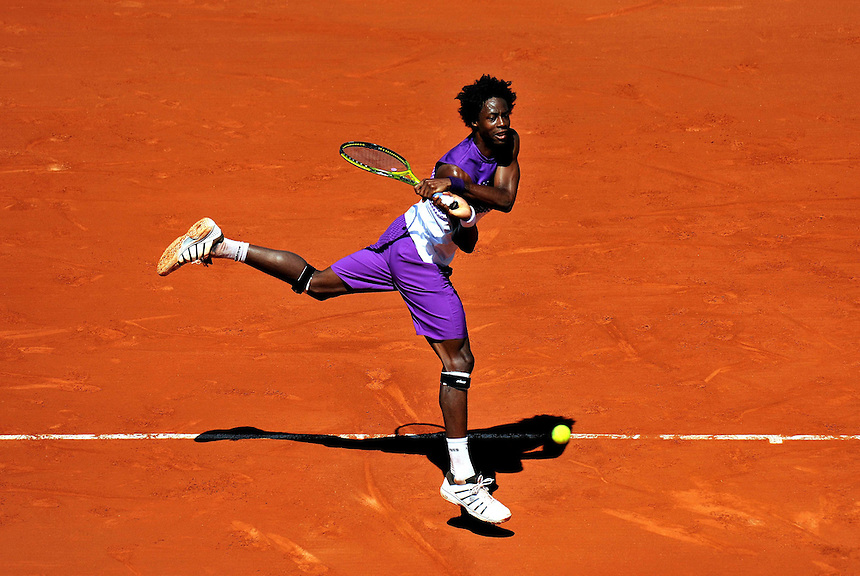 Gael MONFILS (FRA) No 9 seed in action against Guillaume RUFIN (FRA) in the men's 2nd Round - Gael MONFILS (FRA) beat Guillaume RUFIN 6-3 1-6 6-1 6-3 ..Tennis - French Open - Day 4 - Wed 25 May 2011 - Roland Garros - Paris - France.. © CameraSport - 43 Linden Ave. Countesthorpe. Leicester. England. LE8 5PG - Tel: +44 (0) 116 277 4147 - www.camerasport.com - admin@camerasp