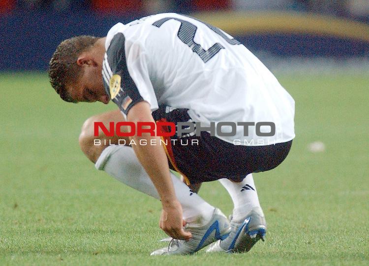 Europameisterschaft 2004 Portugal<br /> <br /> Deutschland - Tschechien<br /> <br /> Lukas Podolski (Deutschland) enttaeuscht nach dem Ausscheiden in der Vorrunde bei der EM.<br /> <br /> Foto &copy; nordphoto