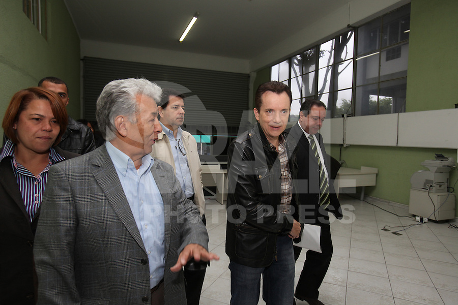 FOTO EMBARGADA PARA VEICULOS INTERNACIONAIS. SAO PAULO, SO, 26/09/2012, CELSO RUSSOMANO. O candidato a prefeitura de Sao Paulo, CElso Russomano visitou hoje (26) pela manha o Terminal de Cargas na Vila Galvao. Luiz Guarnieri/ Brazil Photo Press