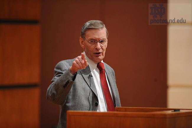 Major League Baseball Commissioner Bud Selig speaks at the Mendoza College of Business.
