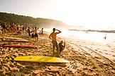 USA, Hawaii, Oahu, Surfers and crowd watch large surf at Waimea Bay, North Shore
