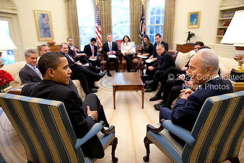 Washington, DC - May 5, 2009 -- United States President Barack Obama meets with President Shimon Peres of Israel in the Oval Office Tuesday, May 5, 2009.  .Credit: Pete Souza - The White House via CNP