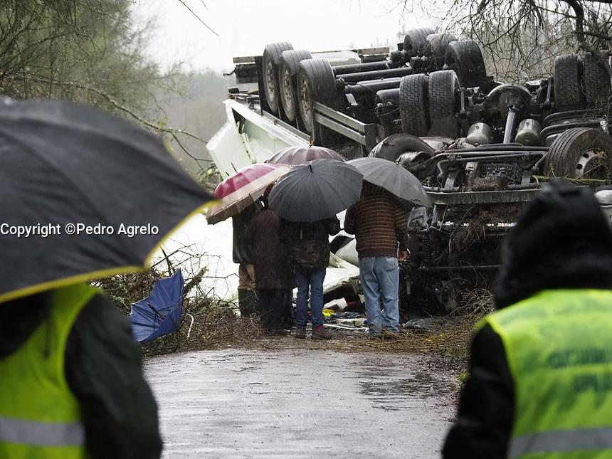 Fecha: 26-12-2017.-Pruebas Olympus OMD 1 Mark II, accidente camion en N-120 en Monforte de Lemos