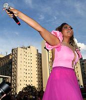 """ATENÇÃO EDITOR: FOTO EMBARGADA PARA VEÍCULOS INTERNACIONAIS. - SAO PAULO, SP, 21 DE OUTUBRO 2012 -  O Ato Público de cunho político social """"Existe Amor em SP"""" Reuniu milhares de jovens que foram a praça Franklin Roosevelt, para participar e assistir aos shows como o de Gabi Amarantos nesse domingo 21 (FOTO:  LEVY RIBEIRO / BRAZIL PHOTO PRESS)."""