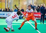 ROTTERDAM - Bob de Voogd (NED)  met Sergi Enrique (Spain)  tijdens   de Pro League hockeywedstrijd heren, Nederland-Spanje (4-0) . COPYRIGHT KOEN SUYK