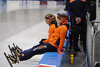 SCHAATSEN: LEEUWARDEN, 22-10-2016, Elfstedenhal,  KNSB Trainingswedstrijden, Ireen Wüst en Melissa Wijfje, ©foto Martin de Jong