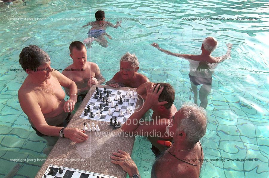 HUNGARY Budapest, chess player in Széchenyi Thermal bath, which is heated by geothermal hot water / UNGARN Budapest, Badende und Schachspieler im Széchenyi Thermalbad, die Baeder werden mit geothermischen heissem Wasser betrieben