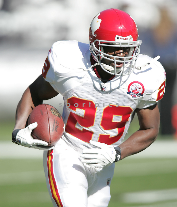 DANTRELL SAVAGE, of the Kansas City Chiefs, in action during the Chiefs game against the Oakland Raiders on November 15, 2009 in Oakland, CA. Chiefs won 16-10.
