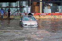 SAO PAULO, SP - 30.09.2018 - CHUVA-ALAGAMENTO - Forte chuva acarreta em alagamento no Largo do Socorro no final da tarde deste domingo (30) na zona sul de S&atilde;o Paulo.<br /> <br /> (Foto: Fabricio Bomjardim / Brazil Photo Press)