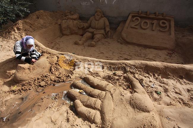 A Palestinian artist Rana el-Ramlawi, 23, creates a sand sculpture at her house Gaza city, on January 6, 2019. Photo by Mahmoud Ajjour