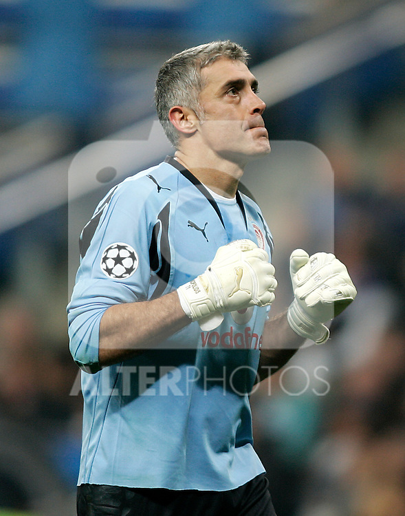 Olympiacos's Antonios Nikopolidis during the UEFA Champions League match between Real Madrid and Olympiacos at Santiago Bernabeu Stadium in Madrid, Wednesday October 24 2007. (ALTERPHOTOS/Acero).
