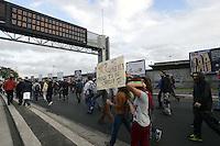 .Roma, 27 Ottobre 2012.Manivestazione contro i tagli e la politica del governo Monti.il corteo degli studenti invade la tangenziale