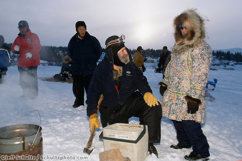 Charlie Boulding Talks w/ Local Resident @ White Mt..2004 Iditarod