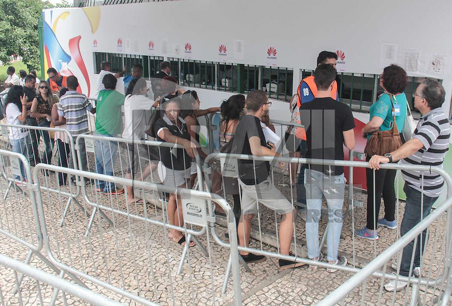 SÃO PAULO, SP, 28.01.2016 - CARNAVAL-SP - Movimentação para a compra de ingressos do Carnaval 2016 nas bilheterias do Sambódromo do Anhembi na zona norte da cidade, na tarde desta quinta-feira (28). (Foto:Marcio Ribeiro/Brazil Photo Press)