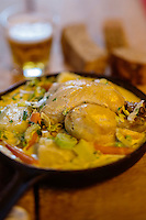 Belgique, Flandre-Occidentale, Bruges, Waterzooï de Poulet: Waterzooi met kip, recette de Mario Cattoor du Restaurant: De Flaamsche Pot // Belgium, Western Flanders, Bruges, Waterzooï Chicken: Waterzooi puts kip recipe Mario Cattoor of Restaurant De Flaamsche Pot
