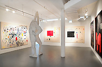 modern paintings<br /> <br /> Susan and Michael Hort have built one of the world's great collections of contemporary art. The number of works reaches over 2,000, only a fraction of which they can display at any one time on the four floors (a triplex and the ground floor) of their Tribeca space.