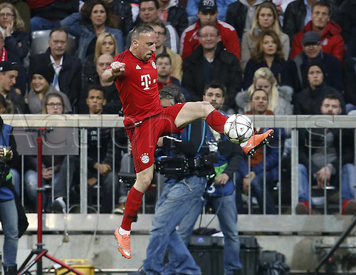 05.04.2016. Munich, Germany. UEFA Champions League FC Bavaria Munich versus Benfica Lisbon.  Franck Ribery (Bayern)  brings down a high ball