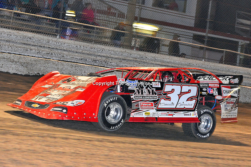 Feb 17, 2014; 6:59:25 PM;  Barberville, FL, USA;  World of Outlaws Late Model Series for 43rd Annual DIRTcar Nationals presented by Summit Racing Equipment at Volusia Speedway Park.  Mandatory Credit: (thesportswire.net)