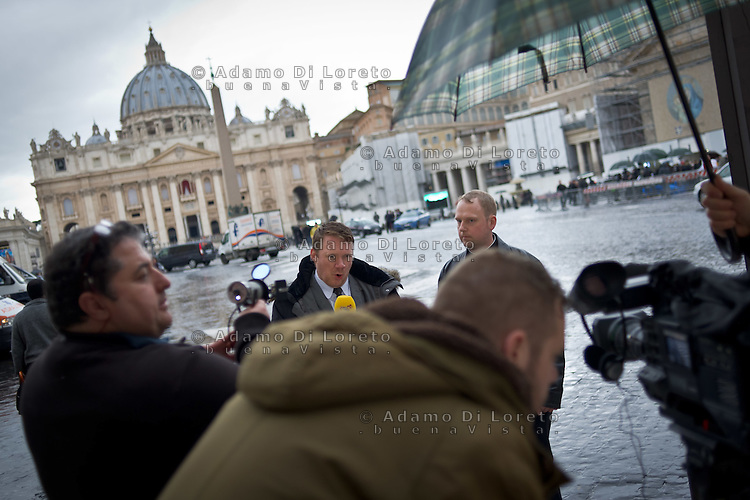 A troup press tv during the first day of pope conclave  March 12, 2013. Photo: Adamo Di Loreto/BuenaVista*photo